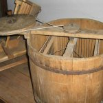 Устройство из деревянной бочки