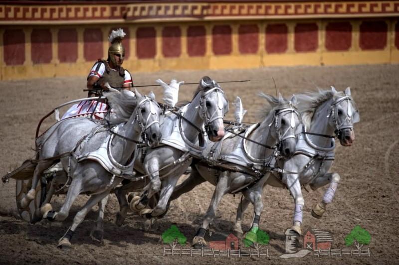 Греческая колесница на арене