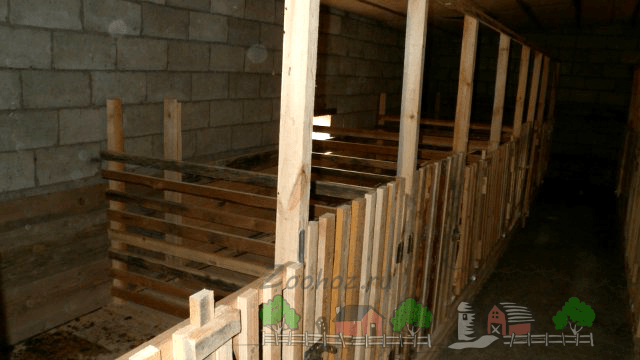 Денники деревянные для хрюшек