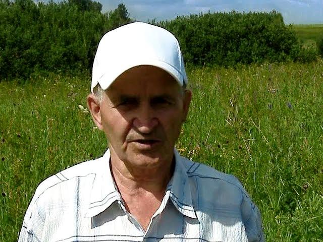 Кашковский на фоне луга