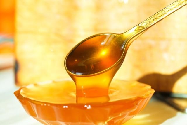 Мёд чистого янтарного цвета