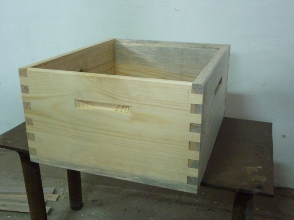 Пример готового корпуса из деревянных досок