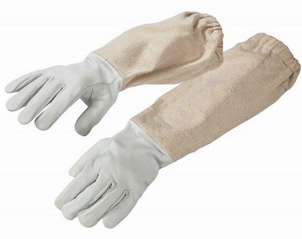 Перчатки для работы с пчелами на белом фоне