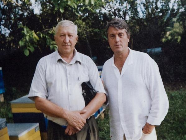 Виктор Ющенко на пасеке у Вячеслава Савина