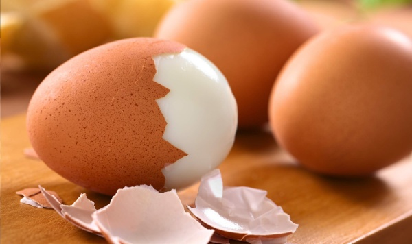 Чистка вареных яиц