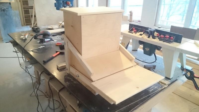 Автоматическая кормушка для кур: обзор конструкций и изготовление своими руками